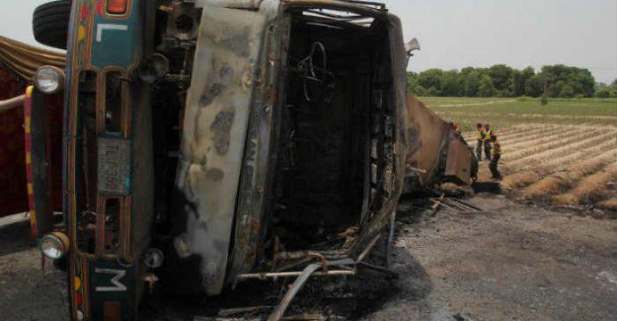 Pakistán Mueren más 100 personas por explosión de un camión