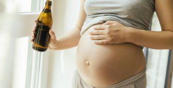 Beber alcohol esporádicamente durante el embarazo también afecta negativamente al bebé
