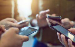 Más de la mitad de los jóvenes tienen una relación de dependencia con sus smartphones