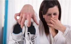 Cómo combatir el olor de pies