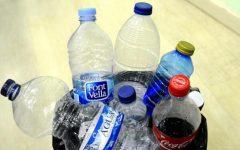 Las personas ingieren cada semana el plástico equivalente a una tarjeta de crédito