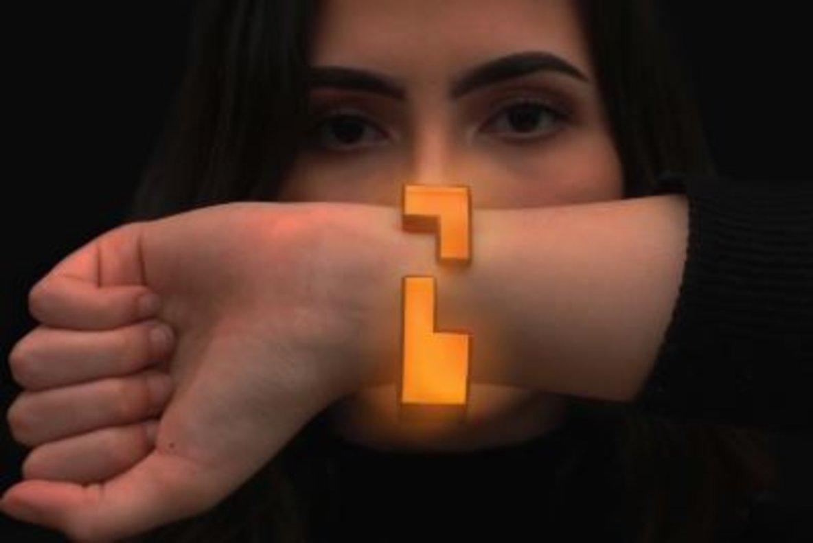 La pulsera que ayuda a las mujeres a escapar del acoso sexual en las discotecas