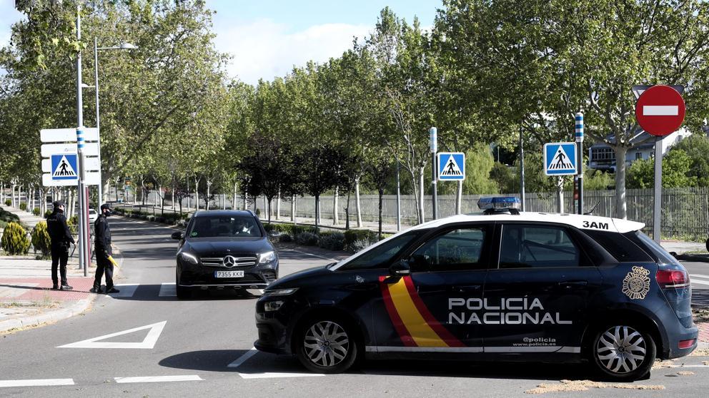 Una joven y un bebé viajan en un maletero para evitar un control en Madrid