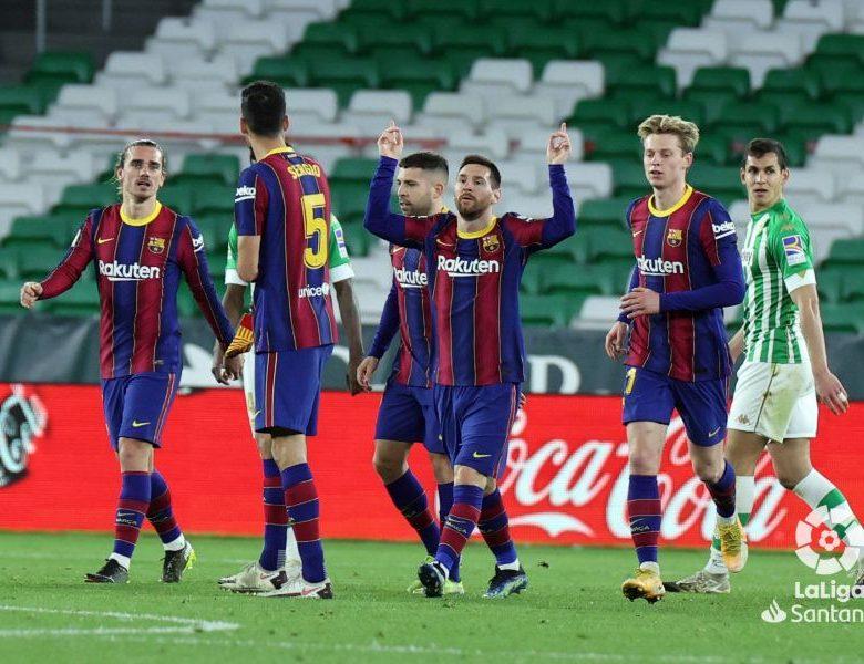 El Barcelona remonta al Betis